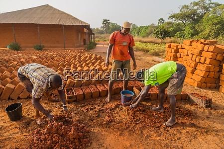 afrika ziegelarbeiter