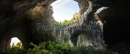cave devetashka in der naehe von