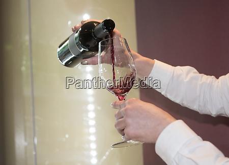 ein weinglas zum trinken