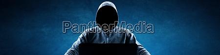 anonymer internet hacker vor dem computer