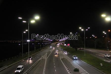 multiband autobahn in der grossstadt mit