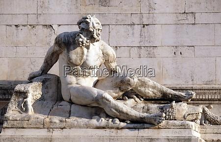 die statue am brunnen der das