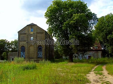 ruinen einer ehemaligen fabrik