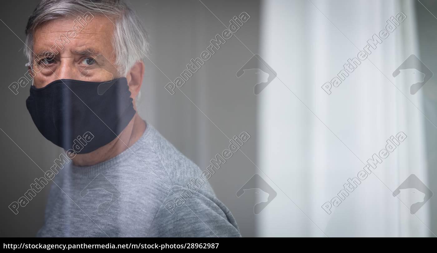 senior, mann, trägt, eine, gesichtsmaske, während - 28962987