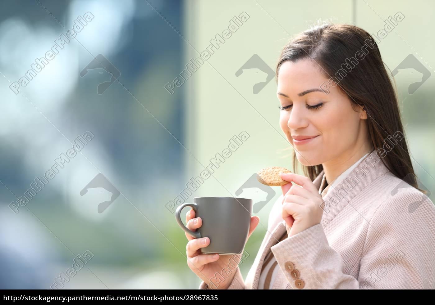 unternehmer, isst, kekse, und, trinkt, kaffee - 28967835