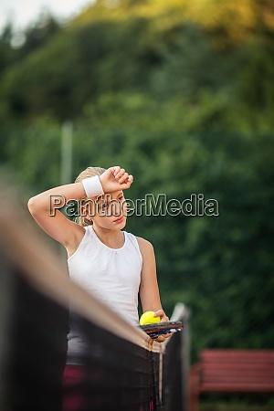 portraet einer jungen tennisspielerin