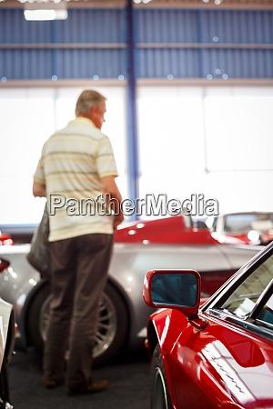 altwagen auktion menschen die autos
