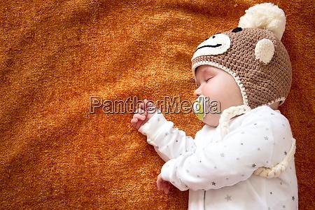baby in affenhut