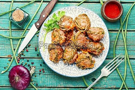 fleischbaellchen und spargelbohnen