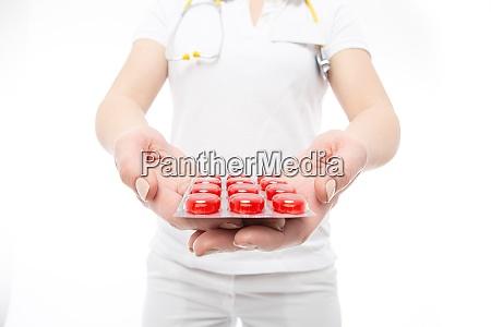 arzt mit roten pillen