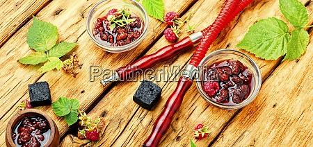 OEstliche shisha mit beerenmarmelade