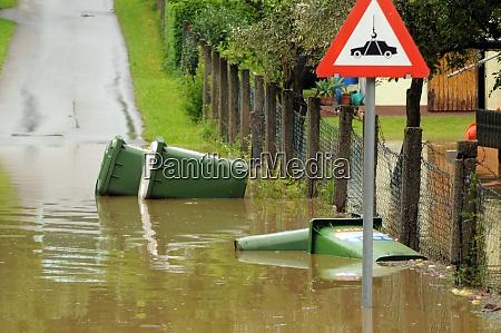 strassenueberflutung nach starken regenfaellen