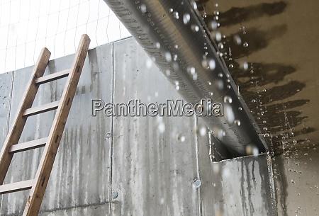 regentropfen an einem regnerischen tag