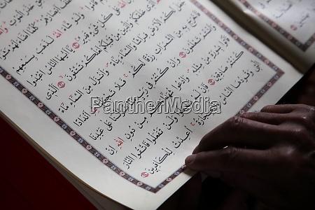 heiliges buch des korans aladza gemalt