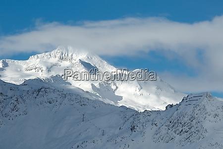 mit schnee bedeckte berge