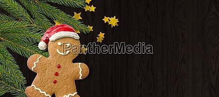 lebkuchen mann und weihnachtsdekorationen und kopierraum