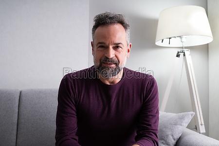 mann portrait zu hause