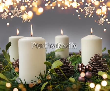 vier brennende kerze in der adventszeit