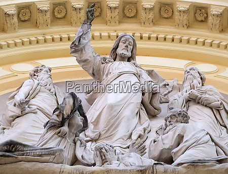 jesus christus auf dem portal der