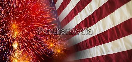 digitaler verbund aus feuerwerk und amerikanischer