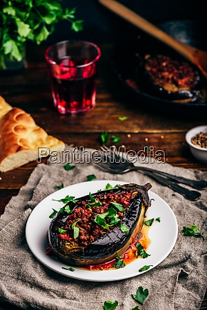 auberginen, gefüllt, mit, hackigem, rindfleisch, und - 29032018