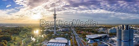 muenchen olympiaturm muenchen skyline luftpanorama foto