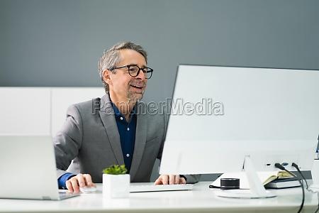 happy, professional, man, mitarbeiter, mit, computer - 29041700