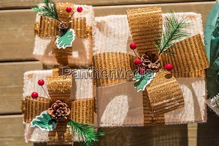 weihnachtspakete rustikale dekoration
