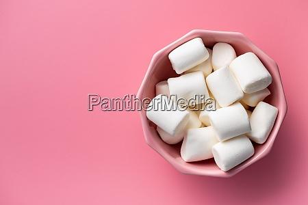 weisse suesse marshmallows suessigkeiten