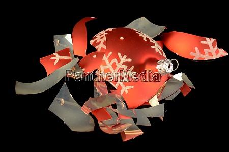 gebrochene weihnachtskugel