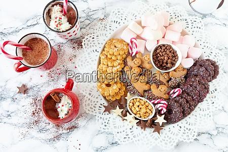 heisse schokolade mit schlagsahne
