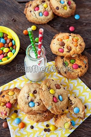 koestliche kekse mit schokoladenlinsen