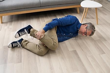 alter senior gefallen mann AEltere slip