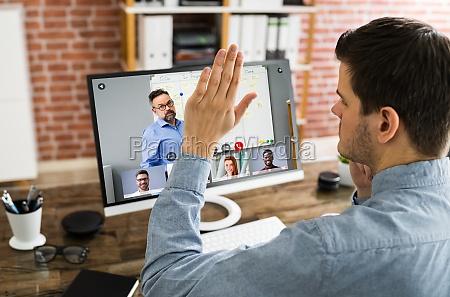 handheben um fragen in der videokonferenz