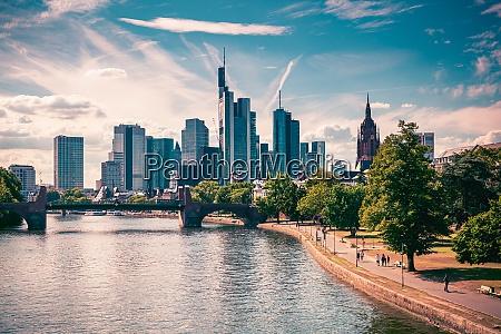 skyline von frankfurt am main deutschland