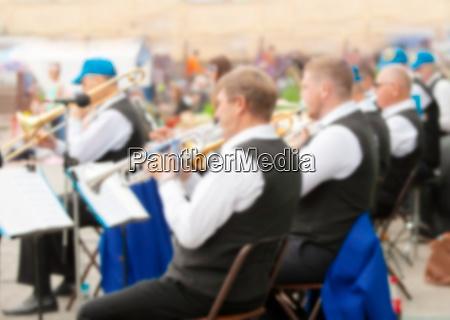 das staedtische instrumentalorchester verwischte als hintergrund