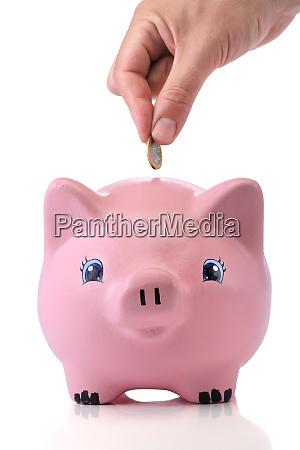 einsparungen rosa sparschwein auf weissem hintergrund