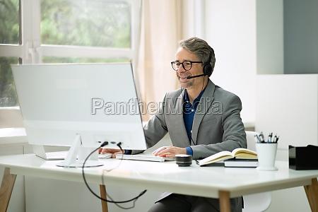 zuversichtlicher senior man portrait