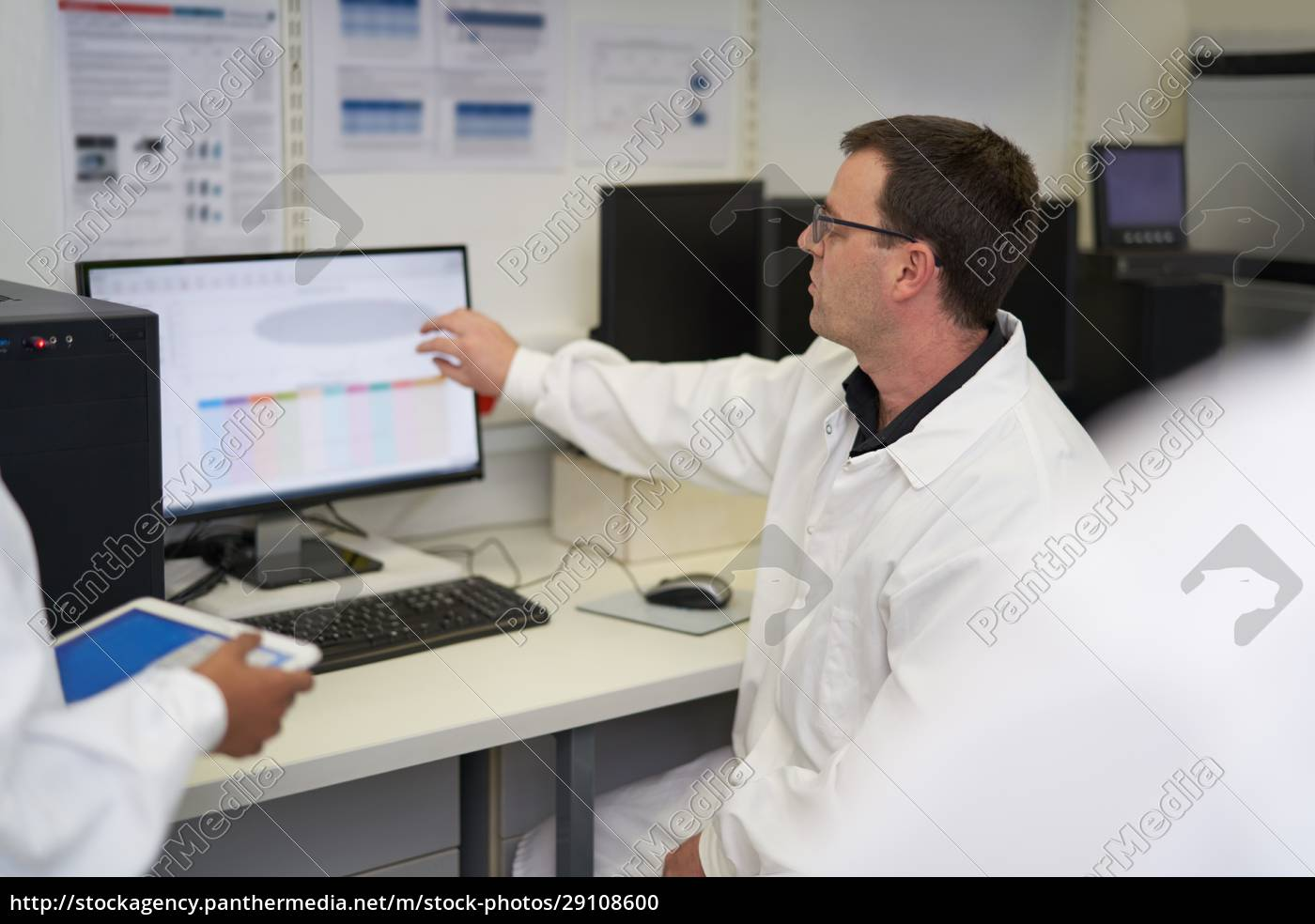 male, scientist, working, at, computer, in - 29108600