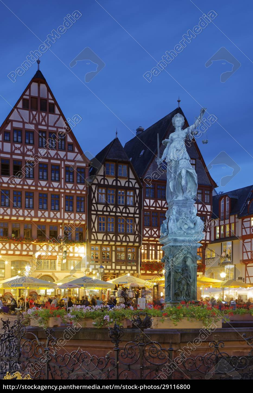deutschland, hessen, frankfurt, romerberg, mit, gerechtigkeitsbrunnen, bei, nacht - 29116800