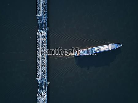 luftaufnahme des schiffes auf der wolga