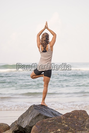 sri, lanka, kabalana, junge, frau, die, yoga, an, der - 29123526