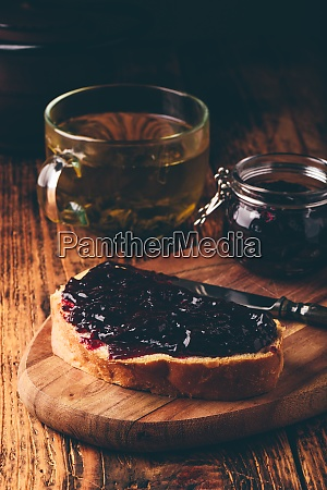 toast, with, berry, jam, and, green - 29126078