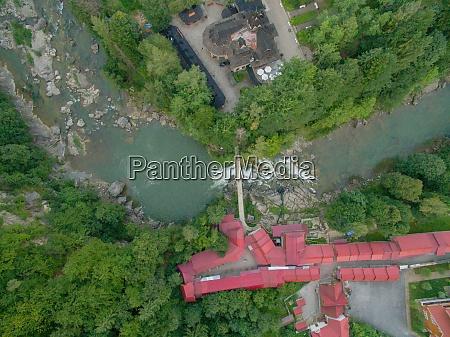 luftaufnahme von village near river in
