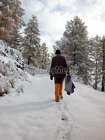 spaziergang im winterschnee