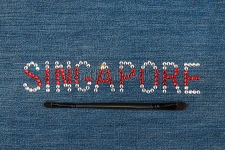 inschrift singapur eingelegte strasssteine auf denim