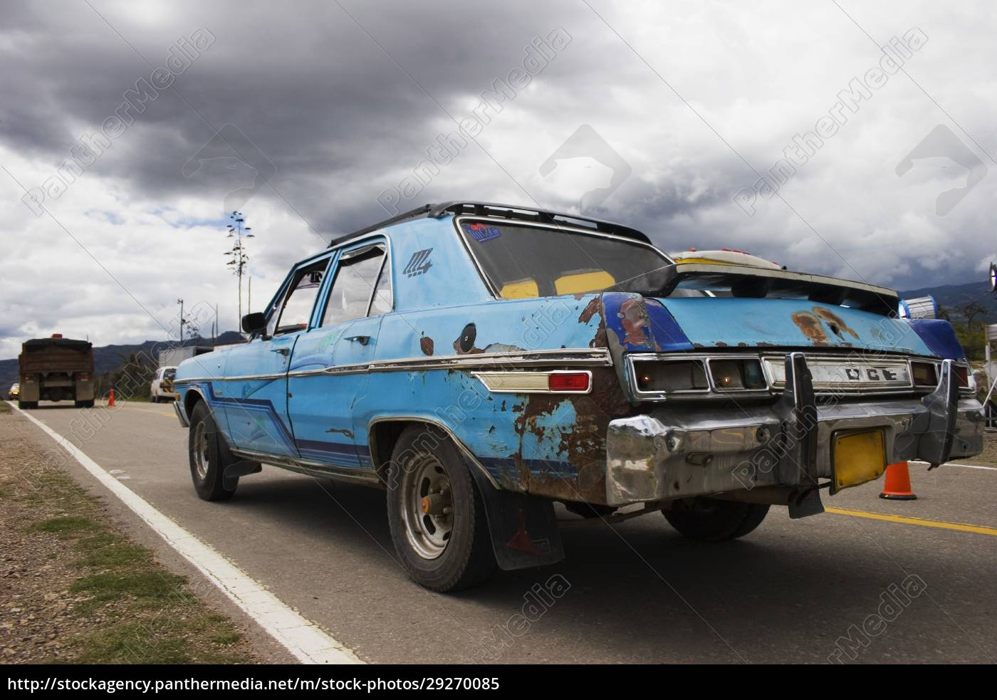 car, crashed, on, the, road - 29270085