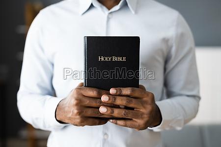 afroamerikanische schwarze christ bibel