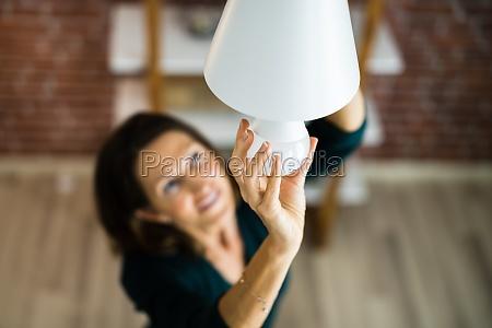 elektrische led gluehbirne AEndern im licht