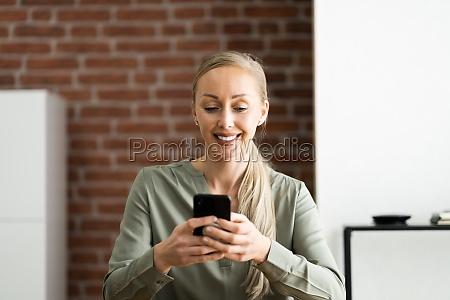 texting auf smartphone oder handy